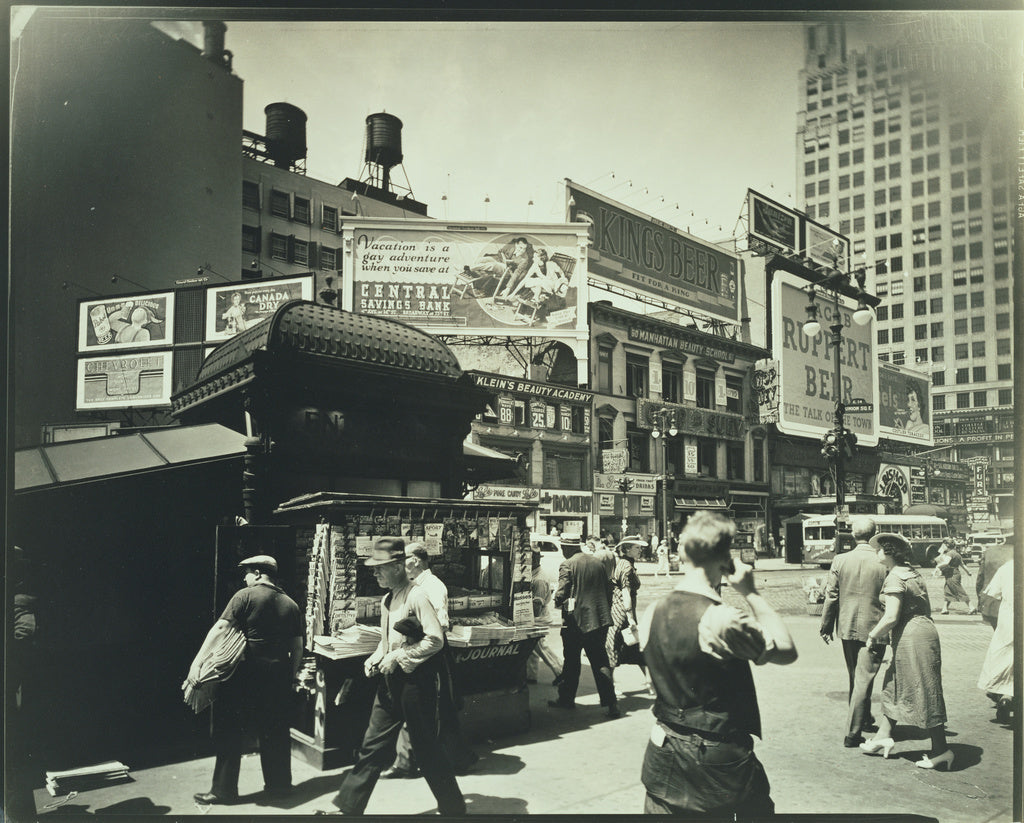 Berenice Abbott:Union Square, Manhattan,16x12