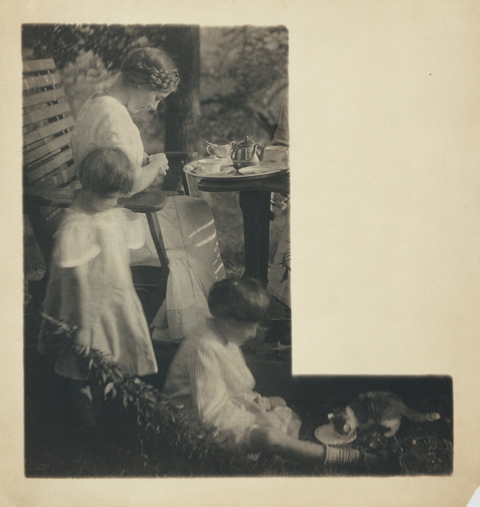 Gertrude Käsebier:[The Artist's Daughter, Hermine, and her ,16x12