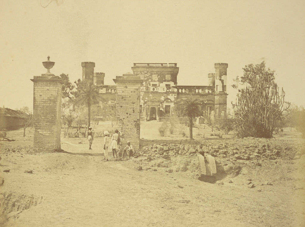 Felice Beato:[The Khurshid Munzil or 32nd Mess House],16x12