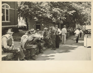 "Carl Mydans:Loafer's Wall at Courthouse, Battesville [sic],16x12""(A3)Poster"