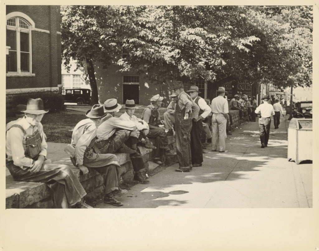 Carl Mydans:Loafer's Wall at Courthouse, Battesville [sic],16x12