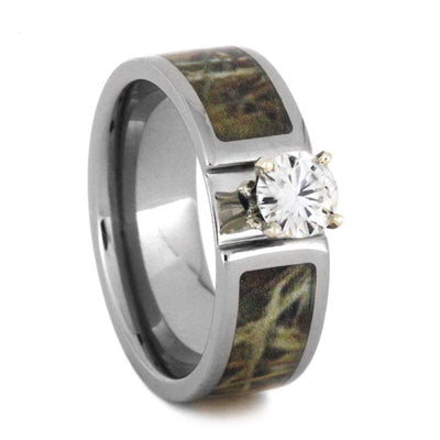 A camo wedding ring set perfect for couples who loves hunting and outdoor activities. This ring set comes with a round cut Forever One moissanite...