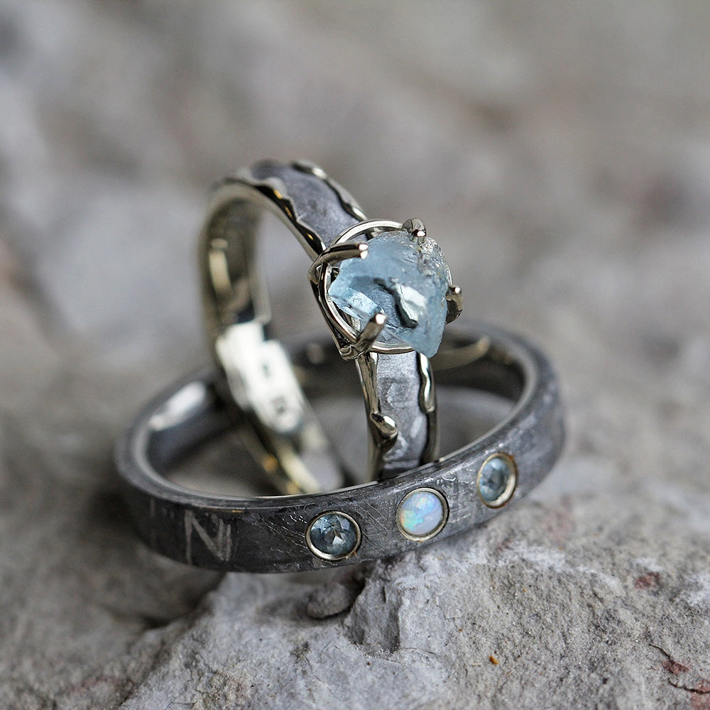 Attirant Rough Aquamarine Opal Meteorite Wavy White Gold Titanium . Gemstone Wedding  Ring Set ...
