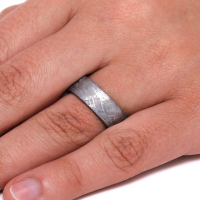 Titanium Men's Ring With Gibeon Meteorite Overlay
