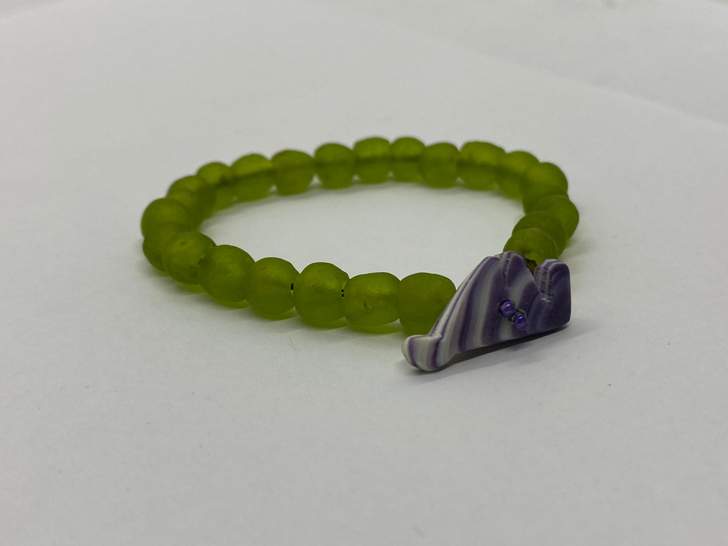 Lime green glass bead bracelet wampum clasp