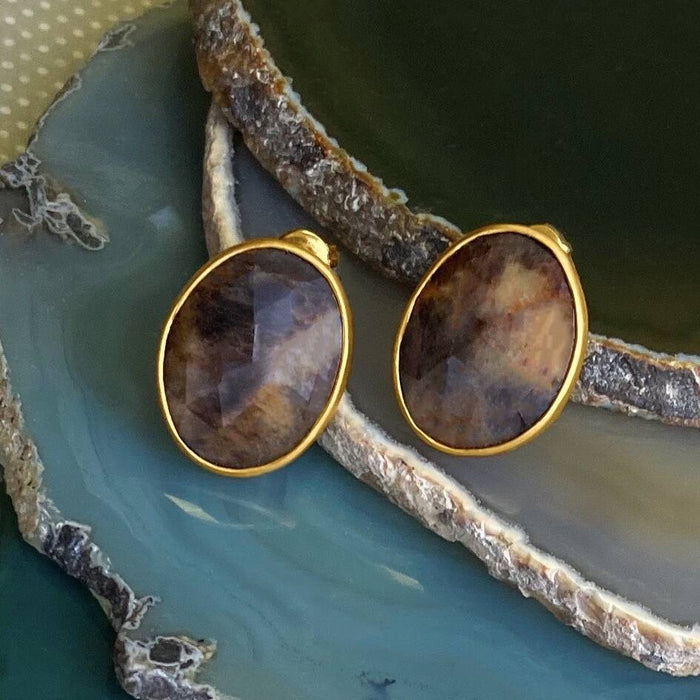 Precious Sapphire Gold Stud Earrings With Smokey Hues