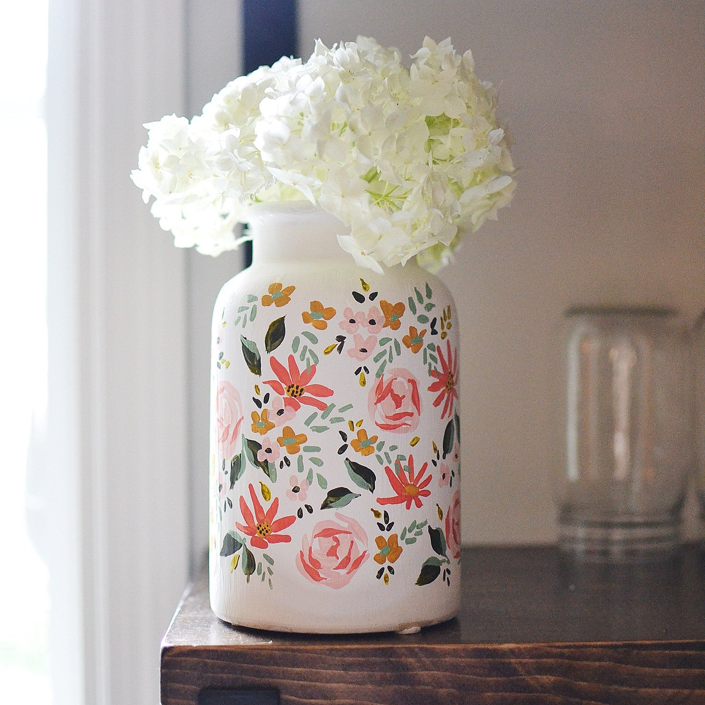 Hand painted vase | White