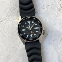 Seiko SKX013 diving watch on rubber strap