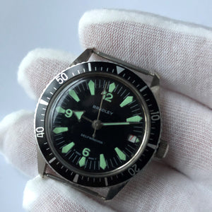 Diving watch with rotating bezel