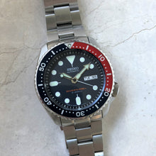 Seiko diving watch with stainless steel bracelet