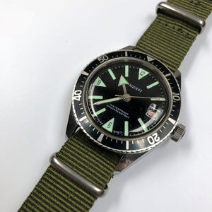 Vintage diving watch on NATO strap