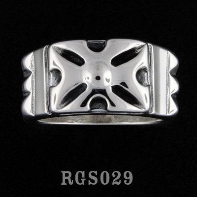 Pyramid Cross Ring RGS029