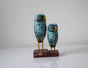 Set of 2 blue distressed wooden owls - front view