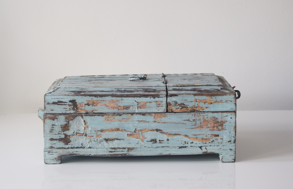 blue distressed barber box- side view