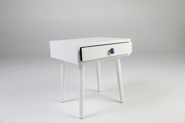 Tota - White side table, ceramic bird handle