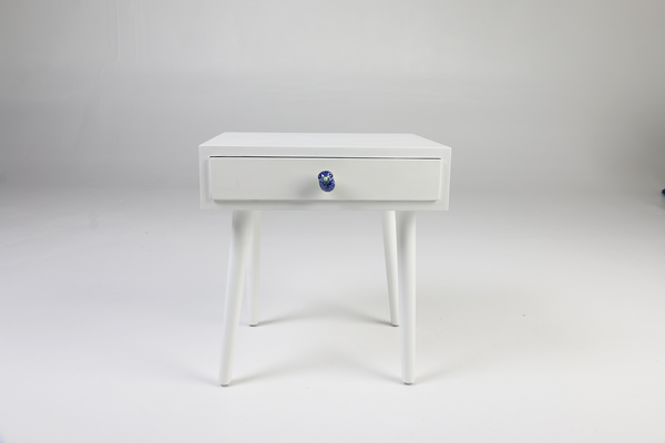 Tota - White side table, ceramic bird handle, front