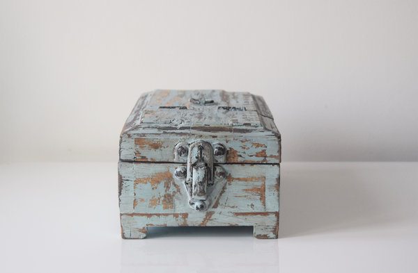 blue distressed barber box- front view