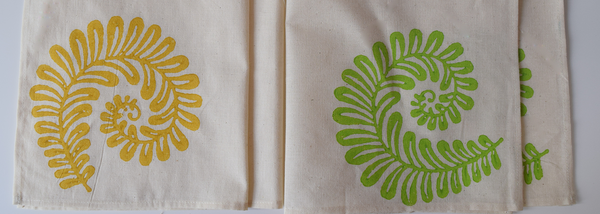 3 yellow and 3 green fern pattern napkins