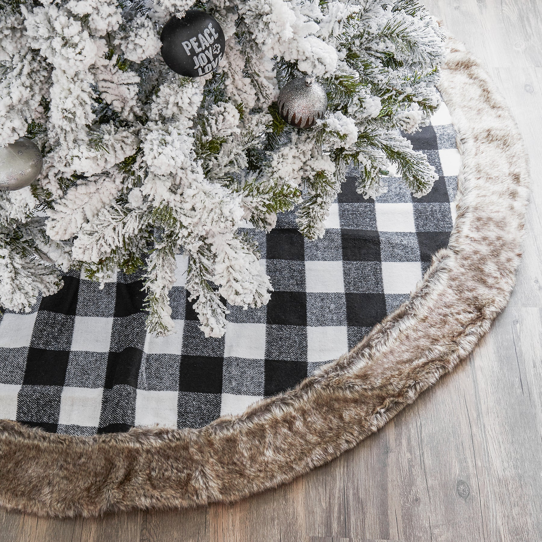 White And Black Cabin Blanket Tree Skirt With Faux Fur Trim Browse Modern Tree Skirts Gigi Seasons