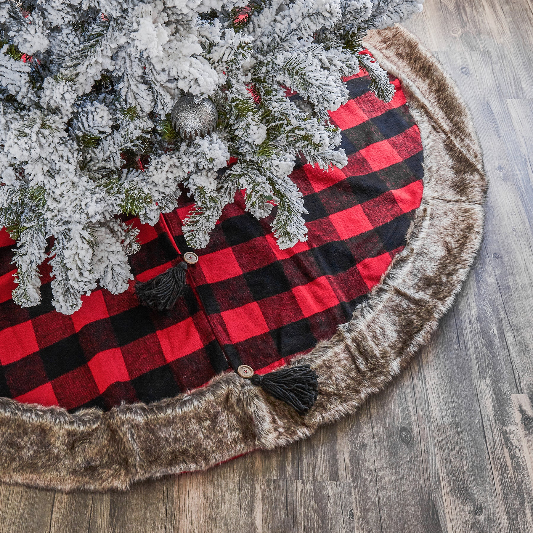 Red And Black Cabin Blanket Tree Skirt With Faux Fur Trim Browse Modern Tree Skirts Gigi Seasons
