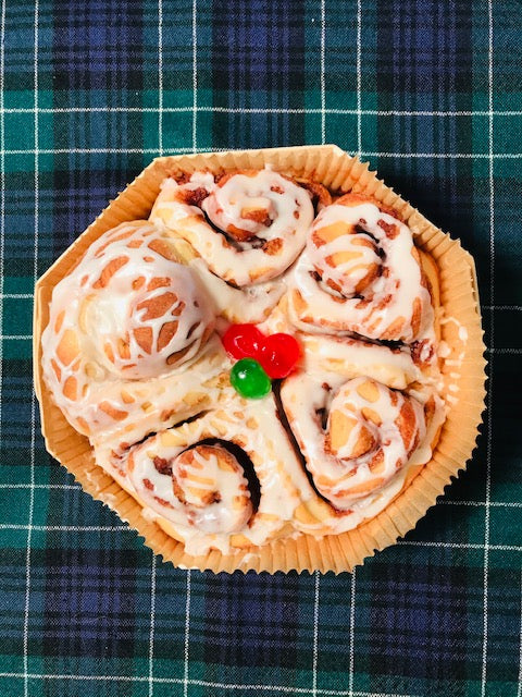 Cinnamon Roll - Gift Size in holiday pan