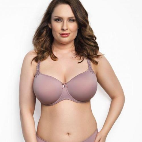 The model is wearing the Virginia 3D Spacer bra in cookie pink color.