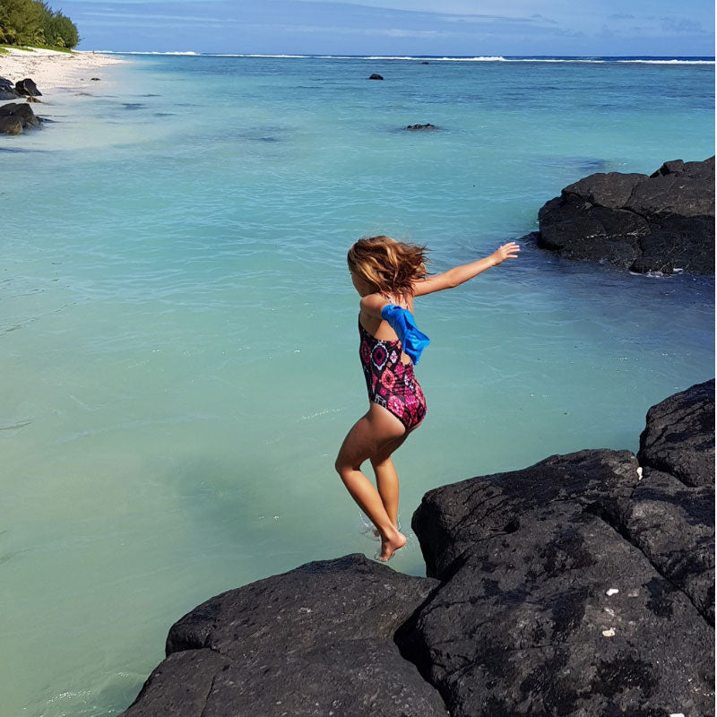 Kelly's daughter wearing her short arm cast cover in Rarotonga
