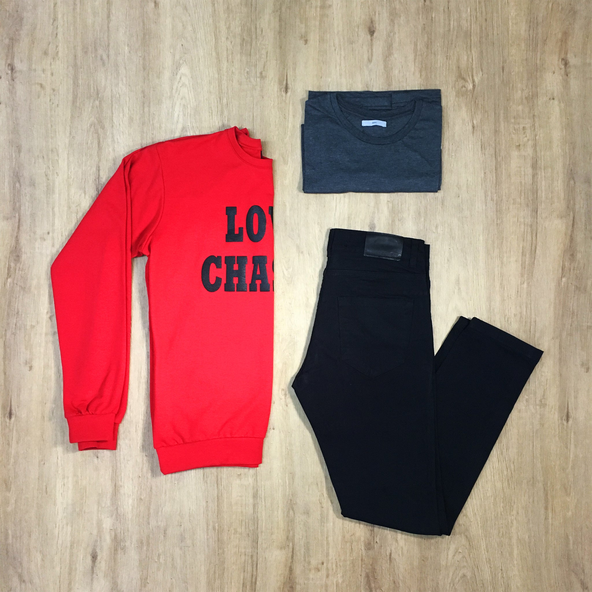 Outfit 274 - Jean negro - Buzo Red - Remera Grey