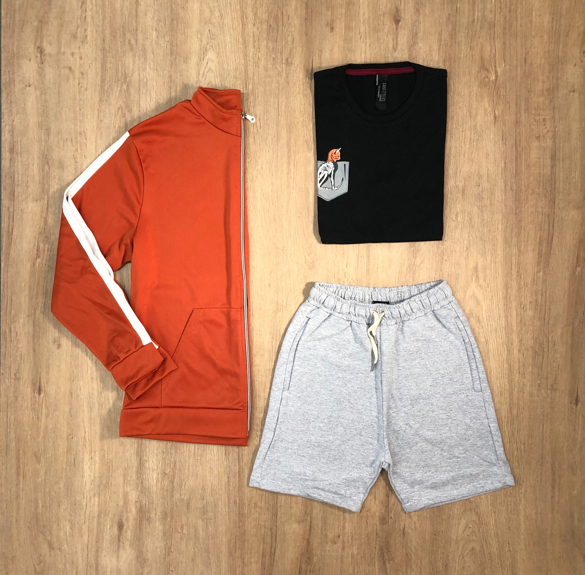 Outfit 494 - Short Mel - Campera Lyon Orange - Remera Black est