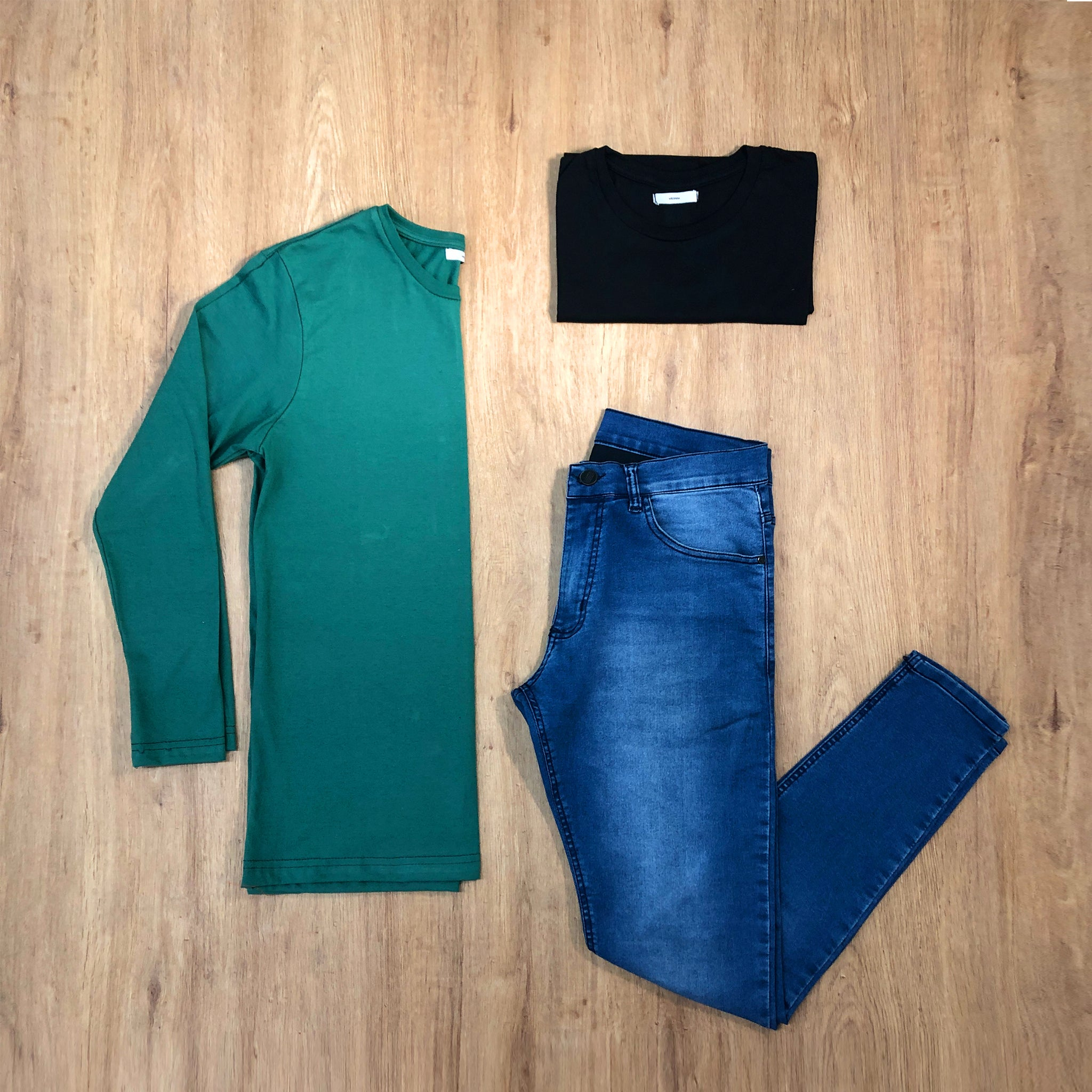 Outfit 397 - Jean Blue - Remera Black - Remera Long Green
