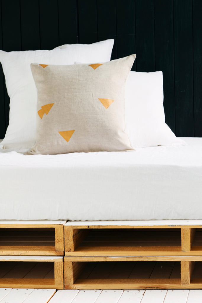 Nude Cushions Triangle