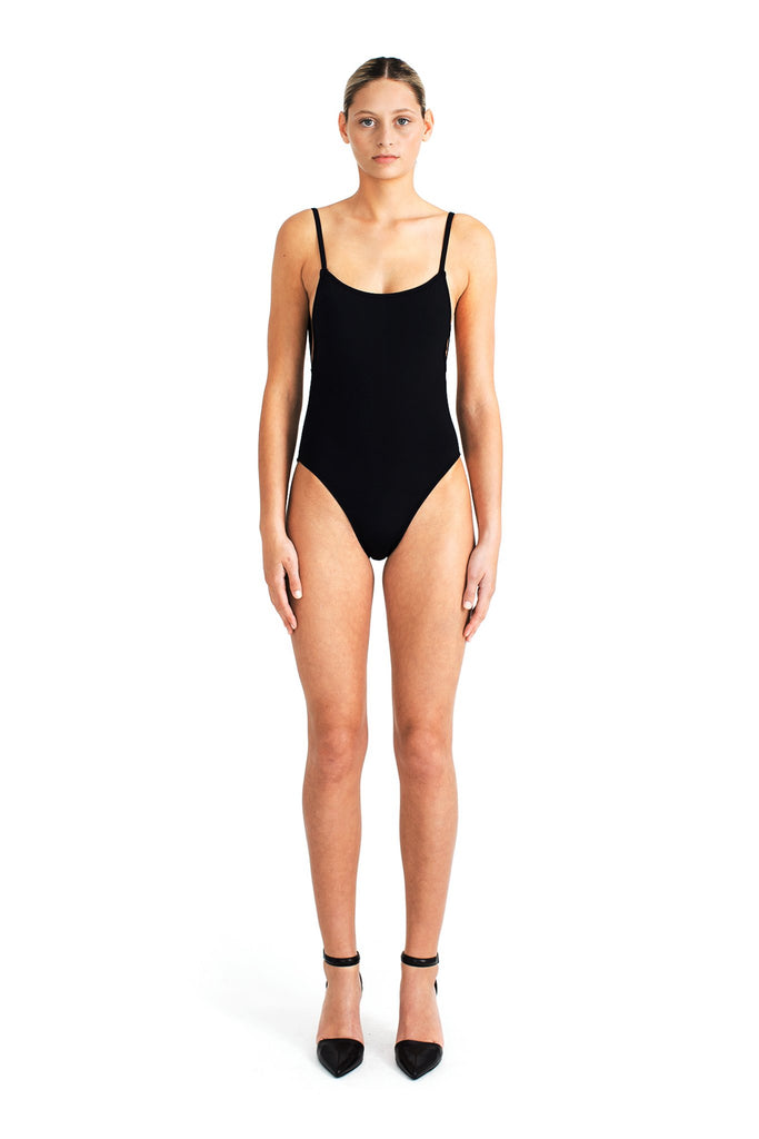 SS18 - Lily One Piece, Port