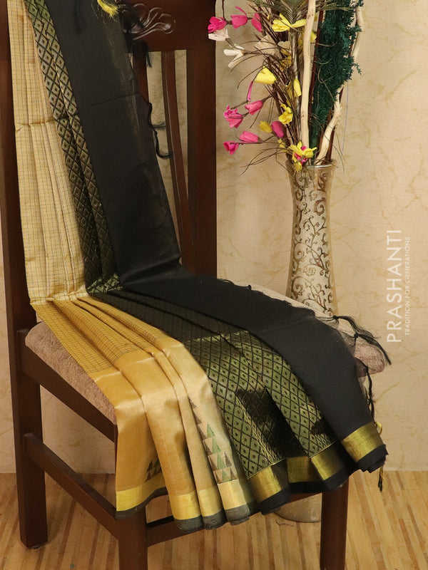 Light weight silk cotton saree beige and black with thread woven pattern and rich pallu
