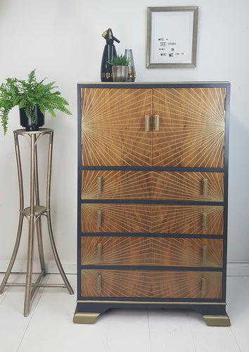 Drinks cabinet with full overlay optical effect Gold fine line design