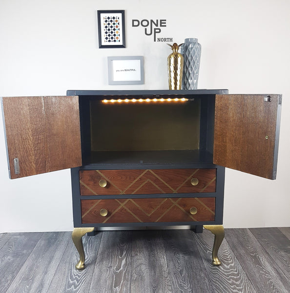 Refinished Oak vintage cabinet / drinks cabinet