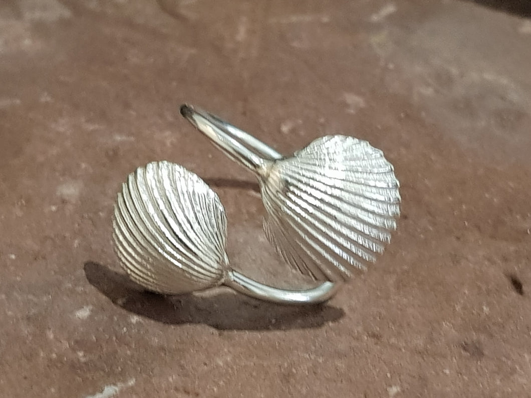 Agapi Smpokou Seastories - twin oyster adjustable ring silver