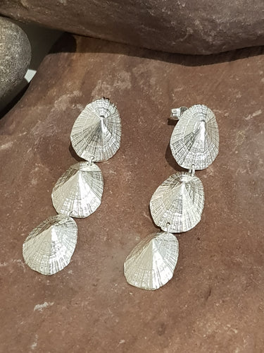 Agapi Smpokou Seastories - 3 limpets long earrings silver
