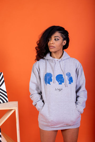 Le Sweat à capuche: WOMEN IN BLUE
