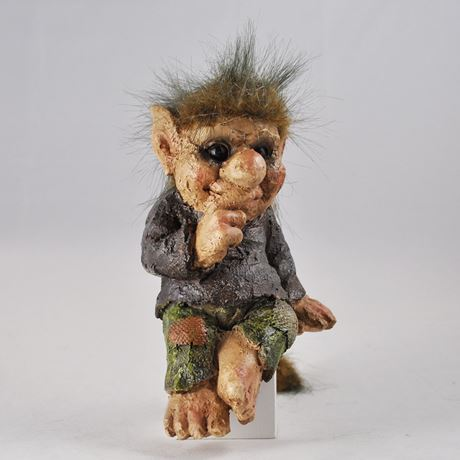 Cheeky Shelf Sitter Troll 15cm