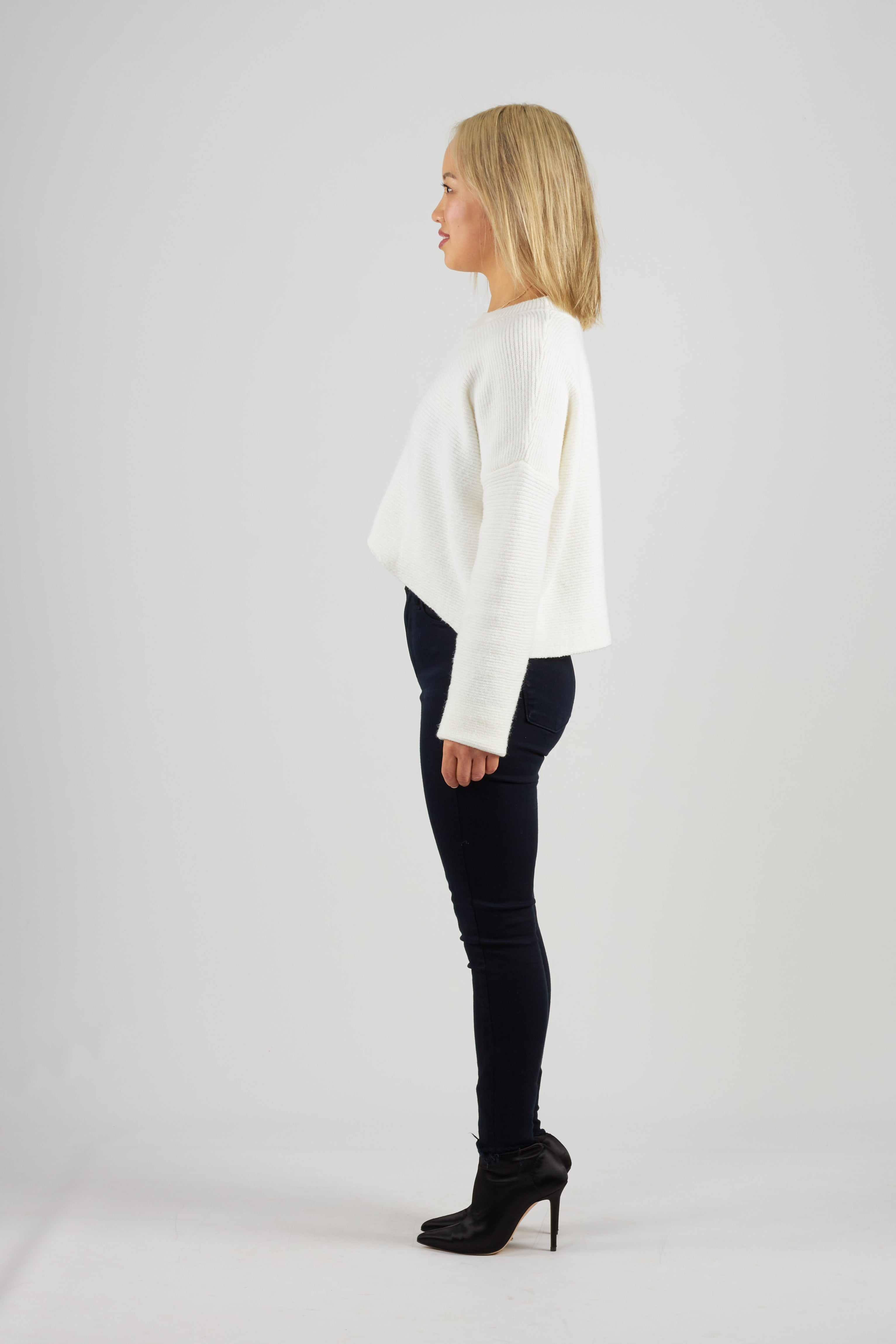 White ribbed knit crew neck jumper with cropped high low length
