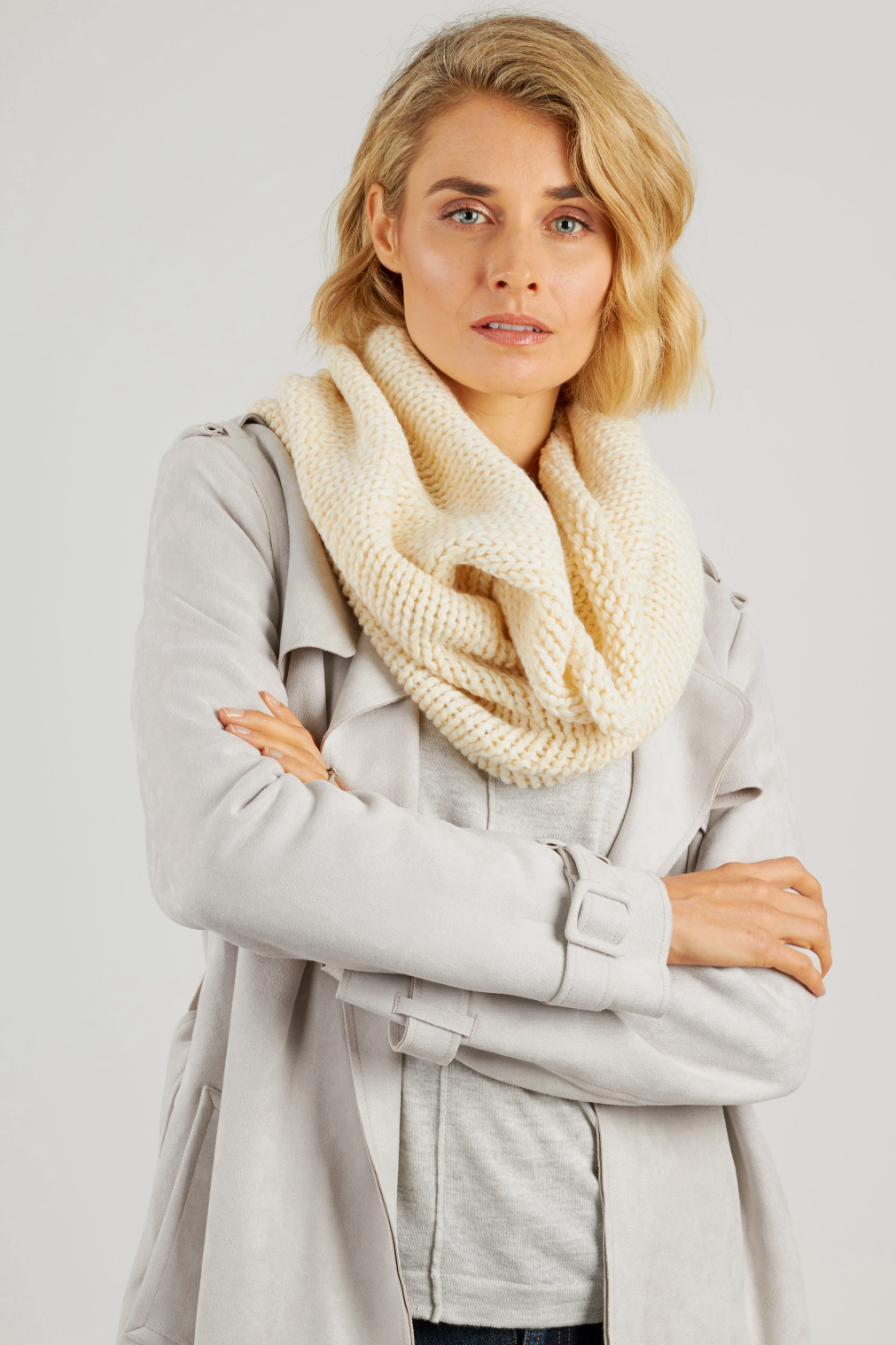 Cream thick knit snood scarf