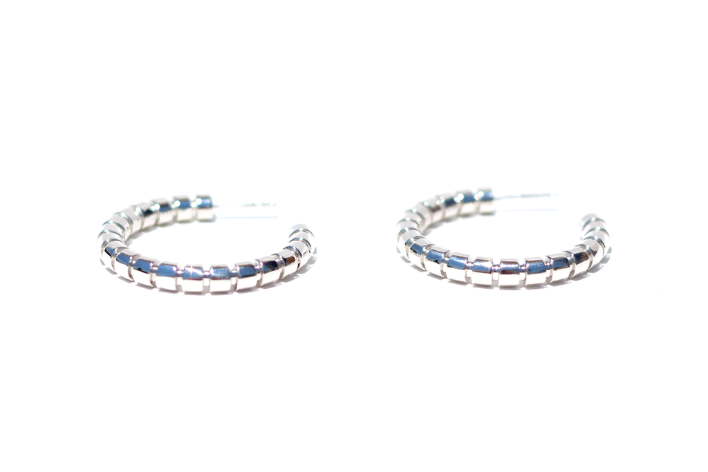 RIBBED HOOP EARRINGS