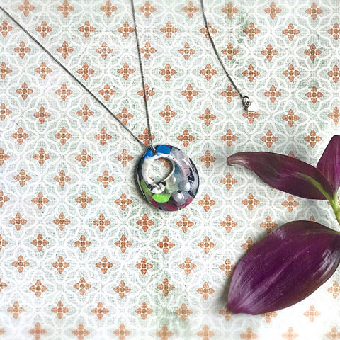Bright - Hand painted pendant with pearl