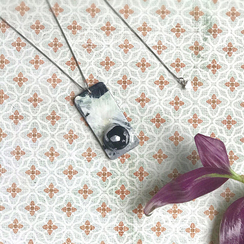 Classic - Hand painted pendant with pearl