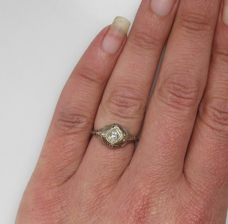 Vintage 18k white gold filigree diamond ring
