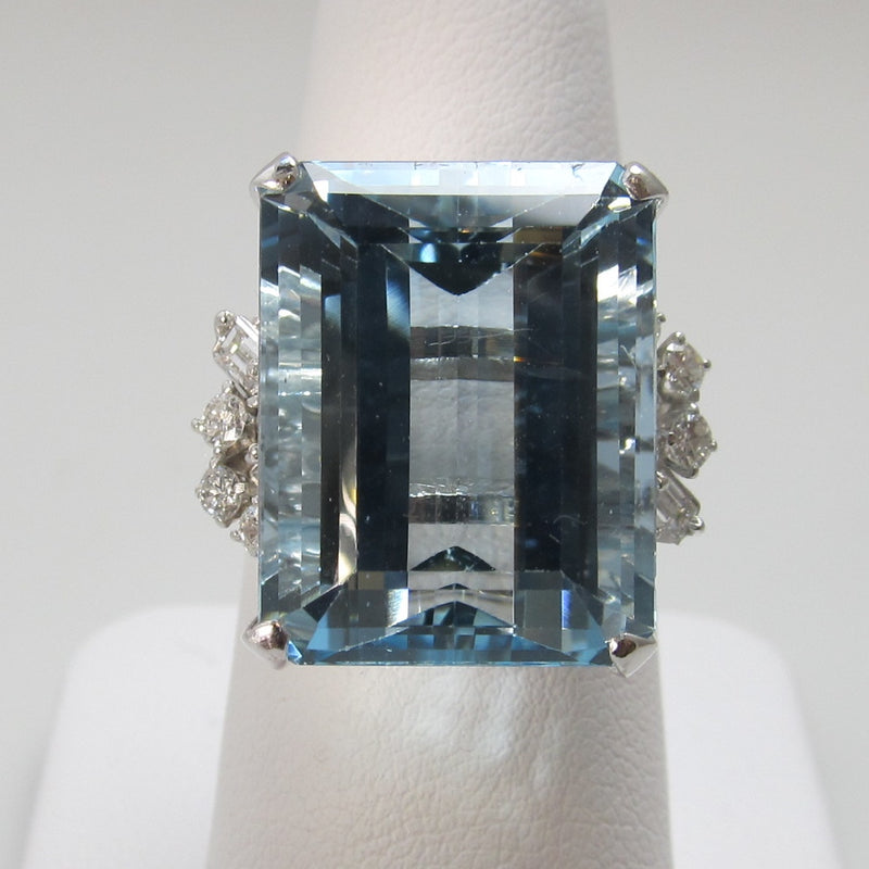 Amazing 14k white gold 19.00 aquamarine diamond ring