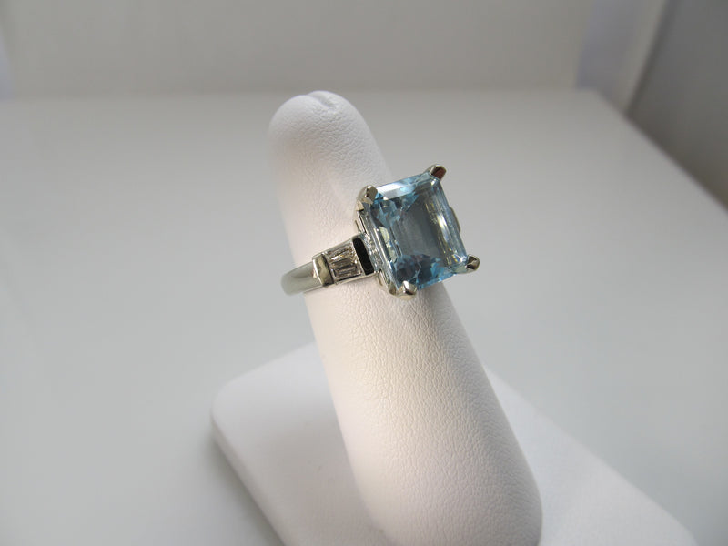Great 14k white gold aquamarine diamond ring