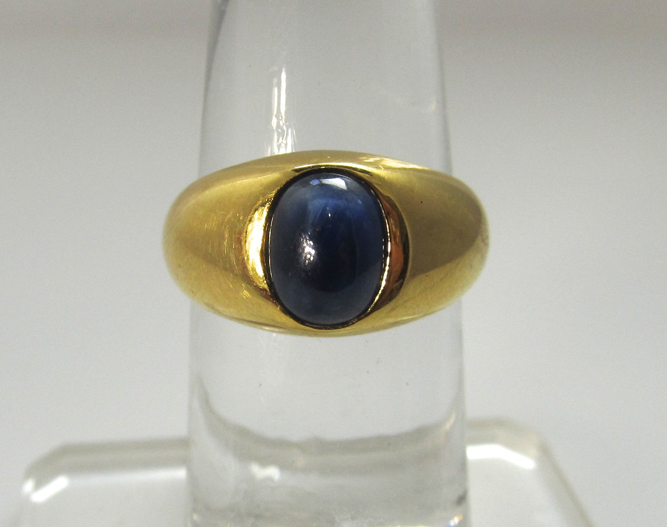 18k yellow gold 1ct cabochon cut sapphire ring