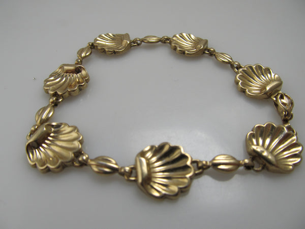VIntage yellow gold shell bracelet