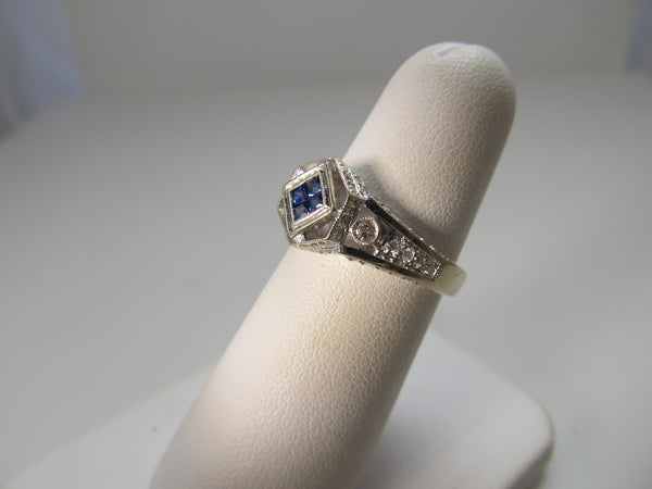 Modern 18k white gold sapphire and diamond ring